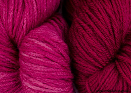Wool dyed with lac extract